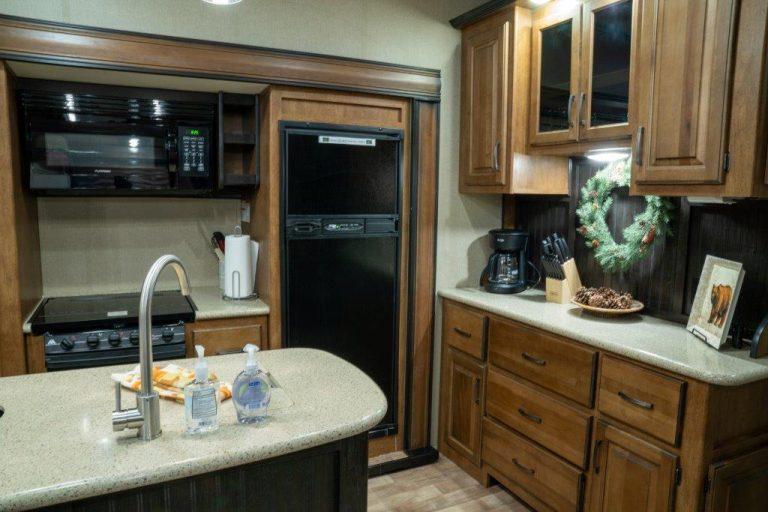 CyoteRidge-kitchen